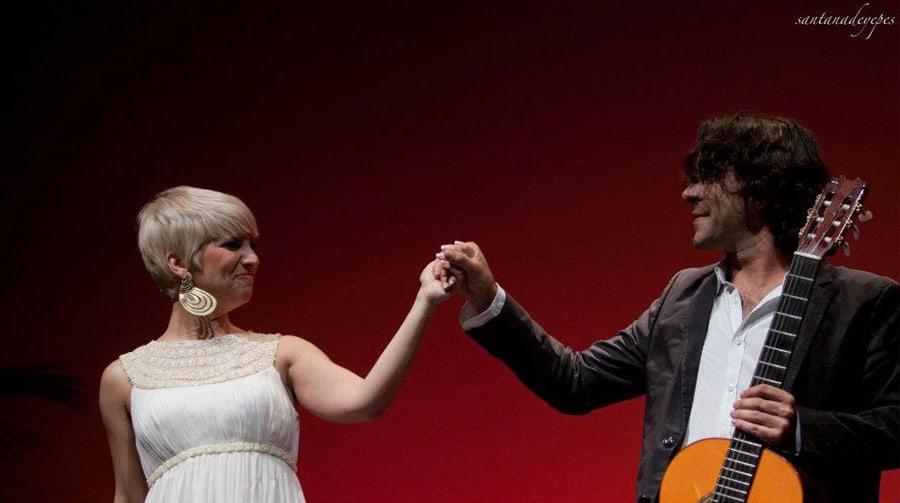 Dani Casares comparte escenario con Pasión Vega en un concierto benéfico.